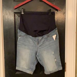 New Isabel Maternity distressed jean shorts 6